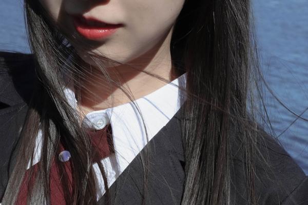 学生服っぽい女性